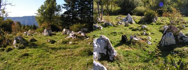 Slika 3: Levo, megalitski krog. Desno, v osrednjem delu slike, območje s štirimi kamni, s peto močjo v podsvetu.